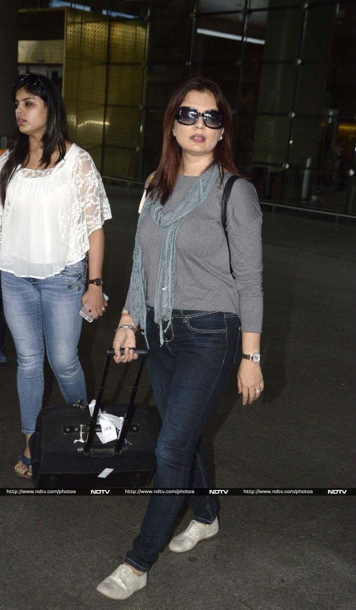 रिहान और रिदान संग एयरपोर्ट पर नजर आईं सुजैन खान
