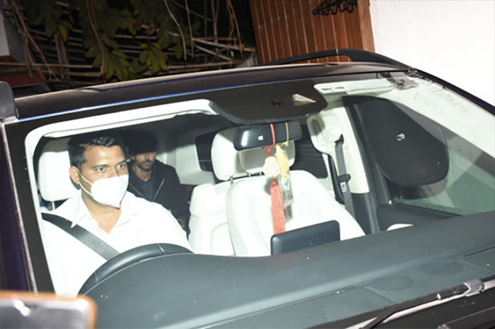 Hrithik Roshan, Sussanne Attend Sanjay Khan\'s House Party