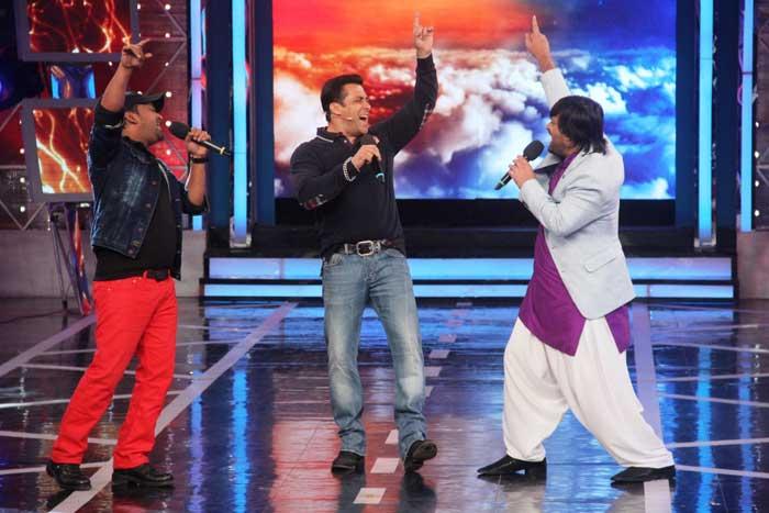 Bigg Boss Salman Croons