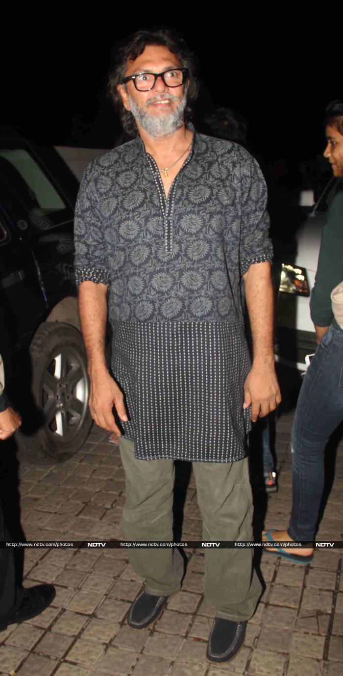 Hrithik Roshan Mobbed at Bang Bang Screening