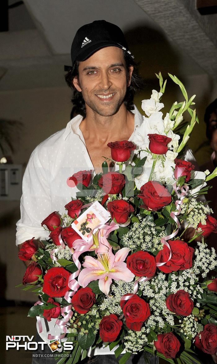 On birthday, Hrithik cuts cake at home