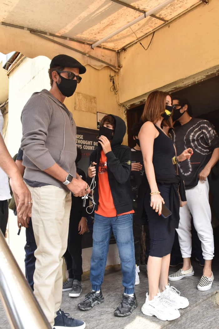 Hrithik Roshan And Ex-Wife Sussanne Khan\'s Movie Date With Sons Hrehaan, Hridhaan