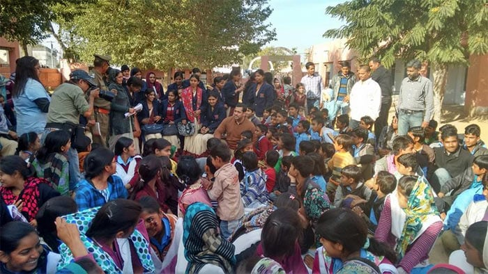 Salman Khan Visits School on the Sidelines of Bajrangi Bhaijaan Shoot