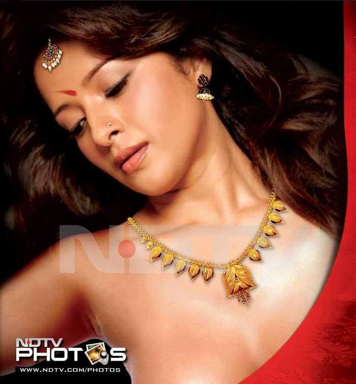 Reema Sen\'s bold act in Ilavarasi
