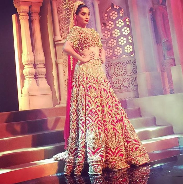 sonam kapoor looks twice as nice at the bridal fashion week