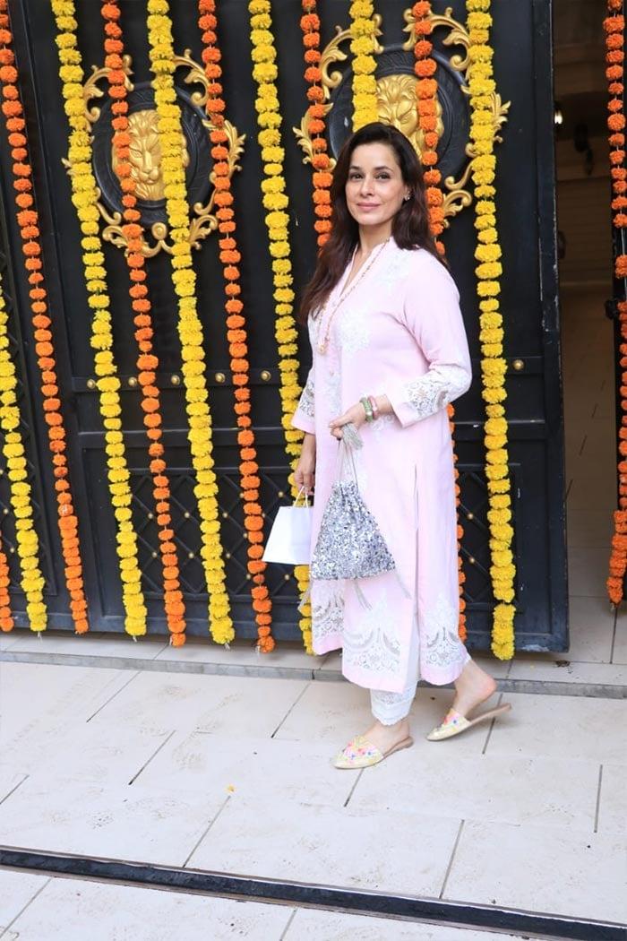 Inside Ekta Kapoor\'s Ganesh Chaturthi With Anita Hassanandani, Karishma Tanna, Krystle D