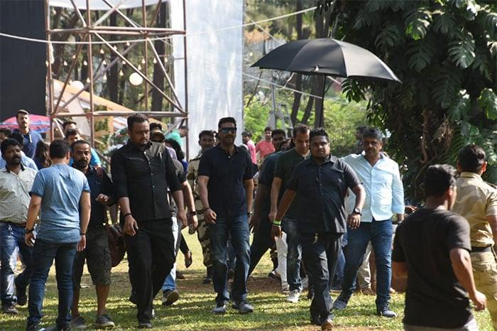 Ahead Of Mumbai Concert, U2 Members Visit Mani Bhavan
