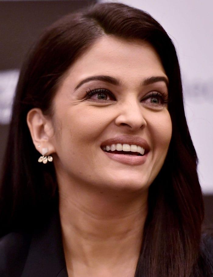 Aishwarya, Irrfan\'s Jazbaa Does a Dilli Darshan