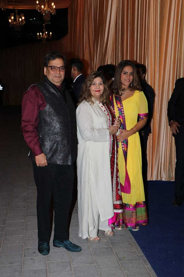 Jeetendra, Hema Malini, Sunny Deol Add Stardust To Isha Ambani\'s Wedding Reception In Mumbai
