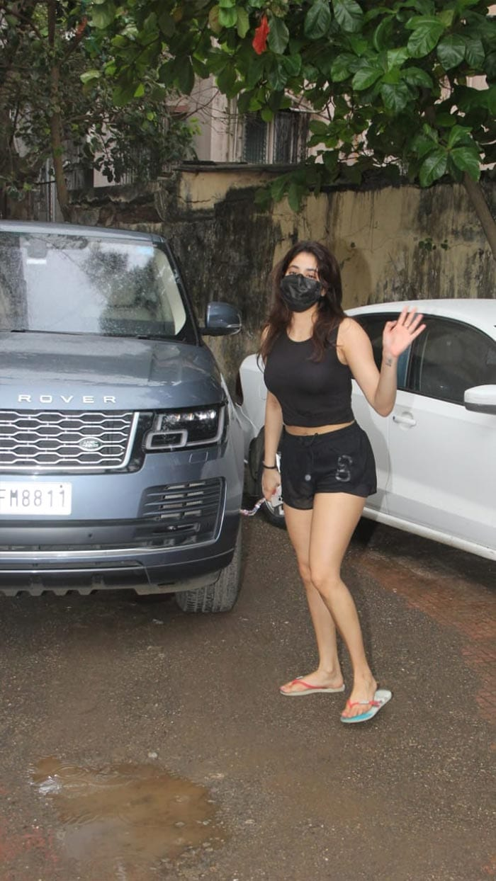 Janhvi Kapoor, Sara Ali Khan, Malaika Arora\'s Fitness Routines
