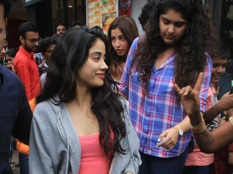 After Dhadak's Success, Janhvi Chills With Anshula, Khushi And Shanaya
