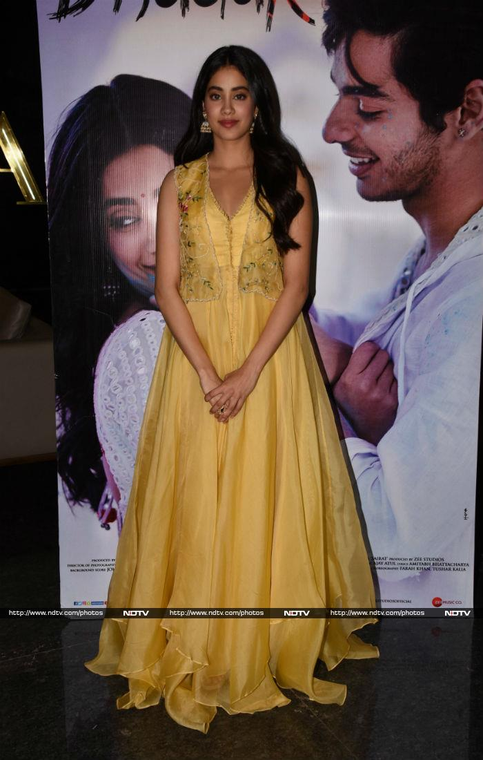 Janhvi Kapoor\'s Sunshine Outfit Will Definitely Brighten Up Your Day