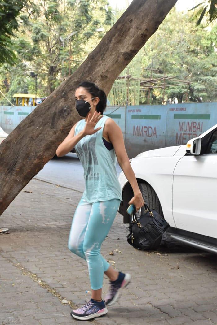 Janhvi Kapoor\'s Denim Love Summed Up In These Pics