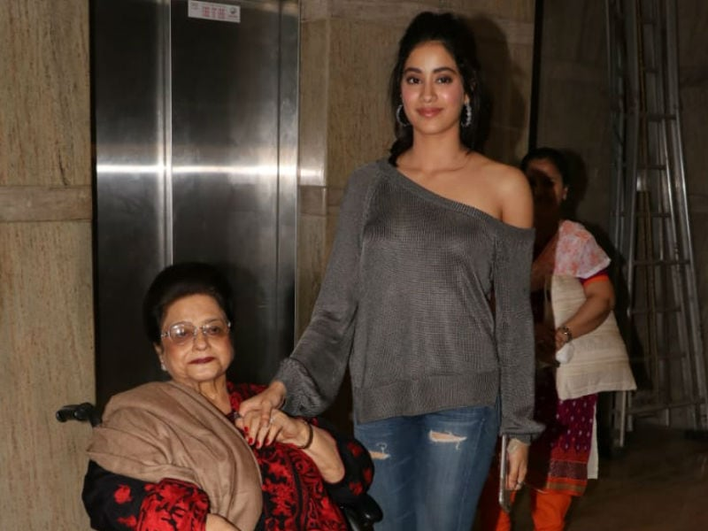 Janhvi Kapoor Screens Dhadak For Grandmom
