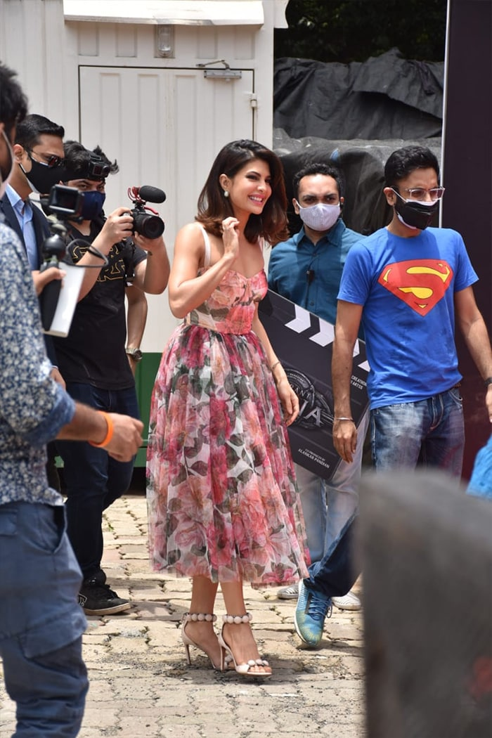 Jacqueline Fernandez looked pretty as she arrived for the release of her character\'s first look from her upcoming film Vikrant Rona.