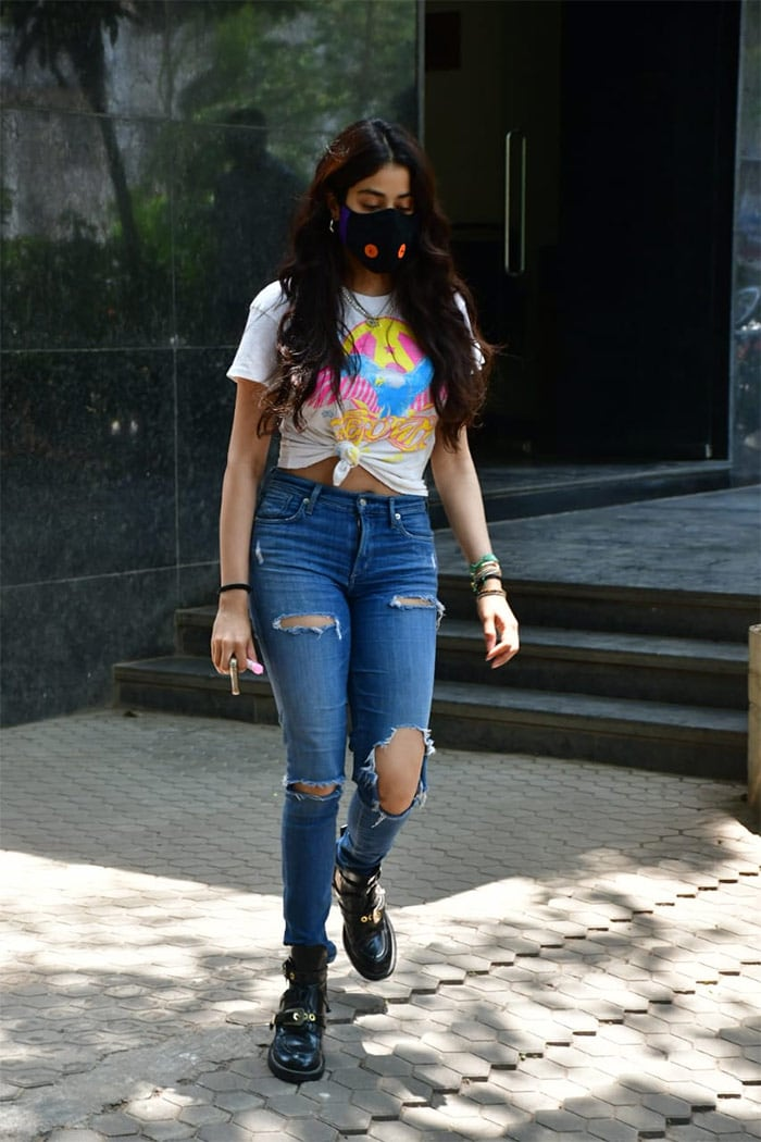 Let Janhvi Kapoor Teach You How To Rock A Casual Look