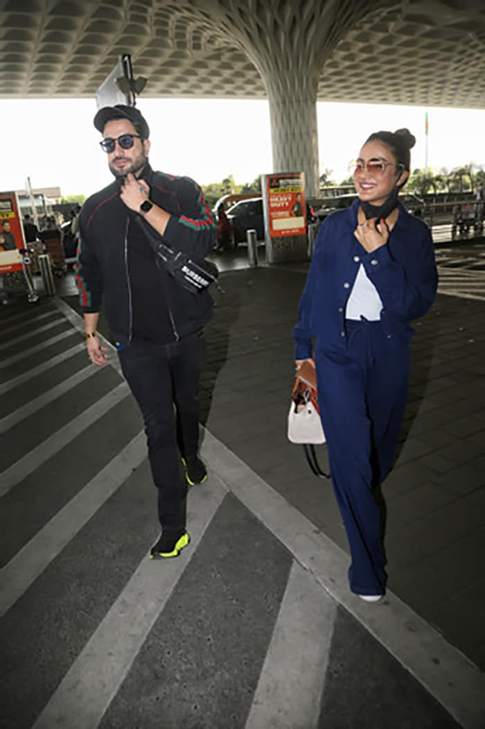 Janhvi Kapoor Flies Nadiyon Paar. Where To, Though?