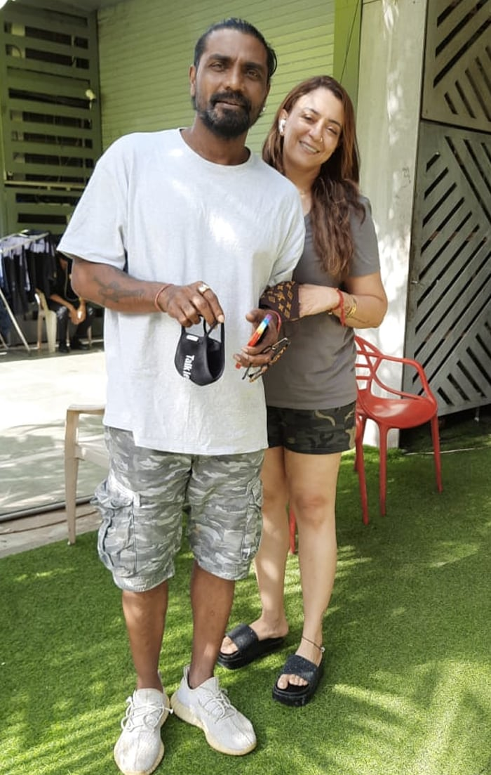 Choreographer Remo D\'Souza and his wife Lizelle posed happily for the shutterbugs.