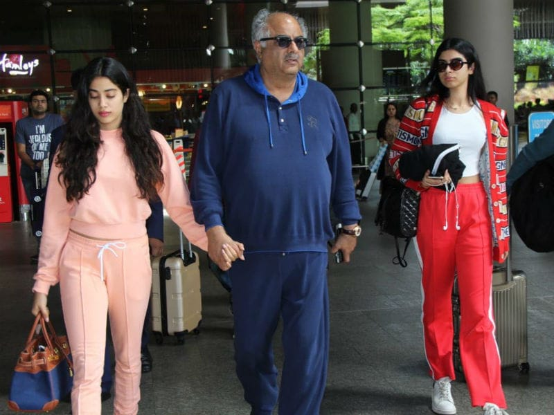 Want To Ace The Tracksuit Look? Learn From Janhvi And Khushi Kapoor