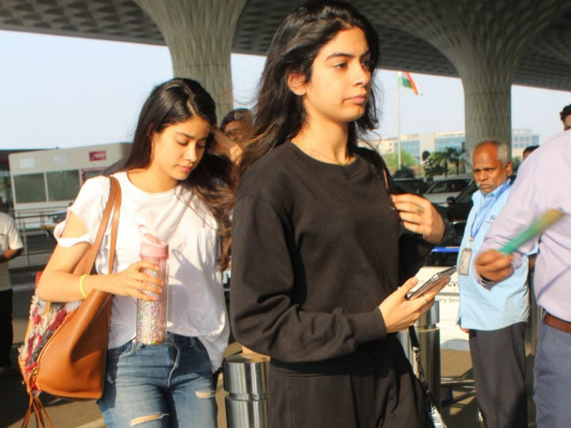 Janhvi, Khushi, Deepika Spotted At The Airport