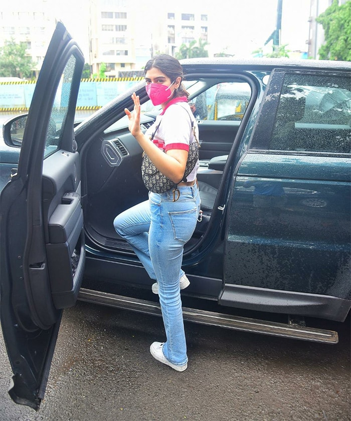 Janhvi\'s sister Khushi Kapoor was pictured in Juhu.