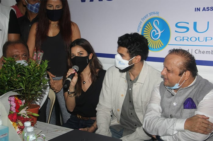 Aditya Roy Kapur and Sophie Choudry were also present at the vaccination drive.