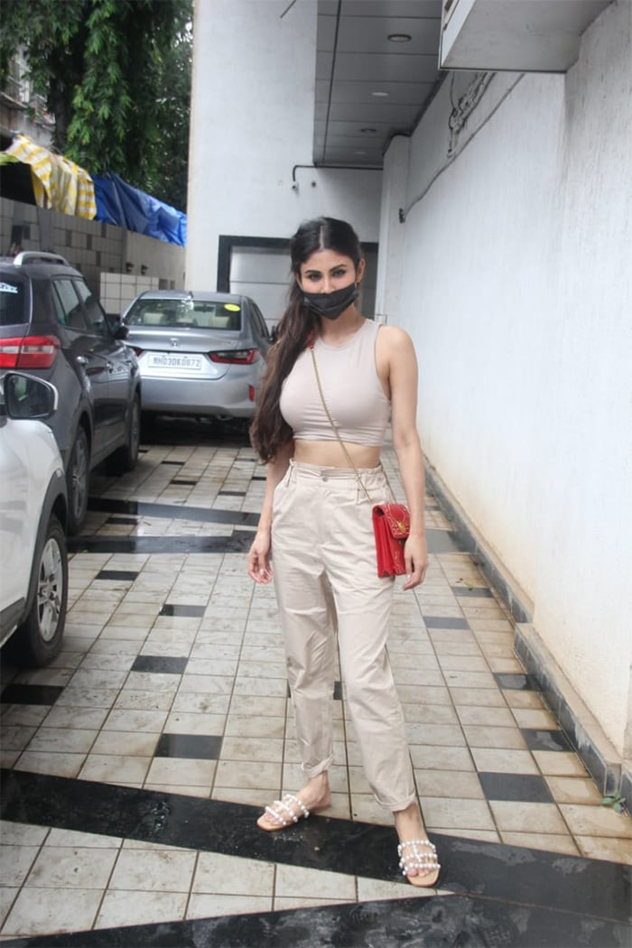 Mouni Roy looked pretty as she posed for the shutterbugs in Bandra.