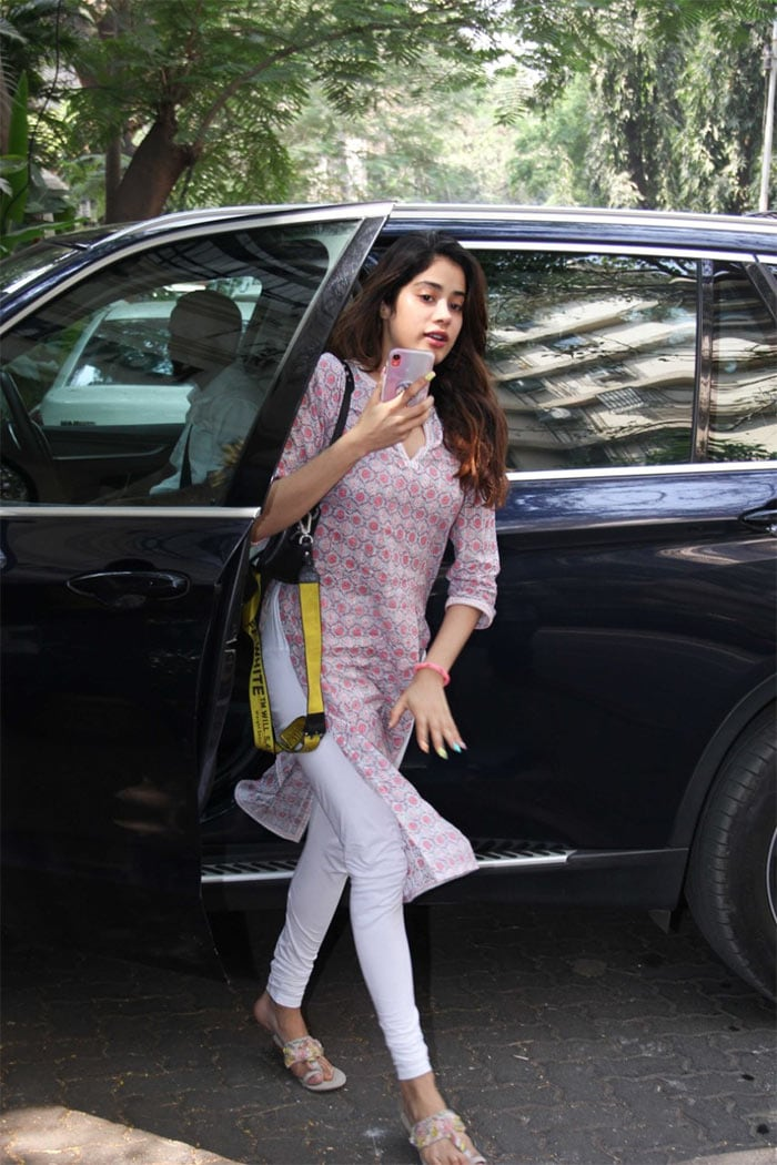 Catching Up With Janhvi Kapoor, Mira Rajput And Ranveer Singh