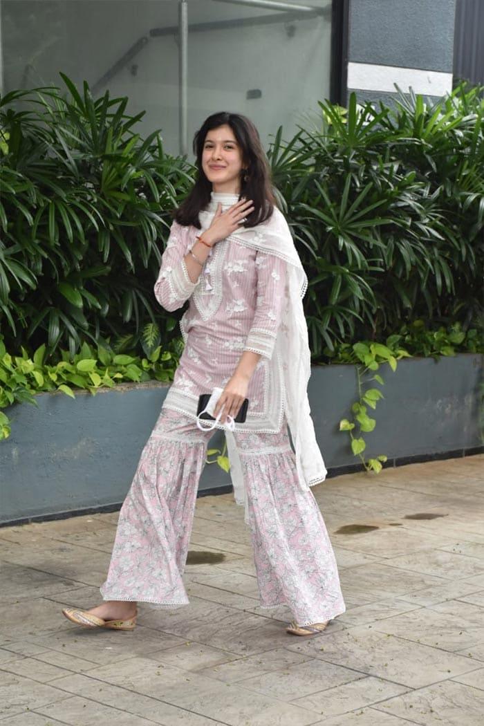 Janhvi\'s cousin Shanaya Kapoor was pictured in Juhu.