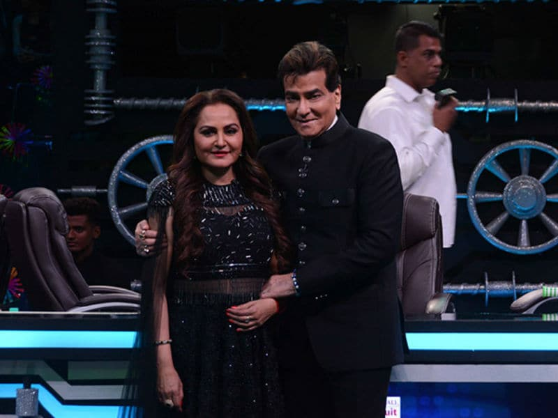 Jeetendra And Jaya Prada Brighten Up The Sets Of Super Dancer