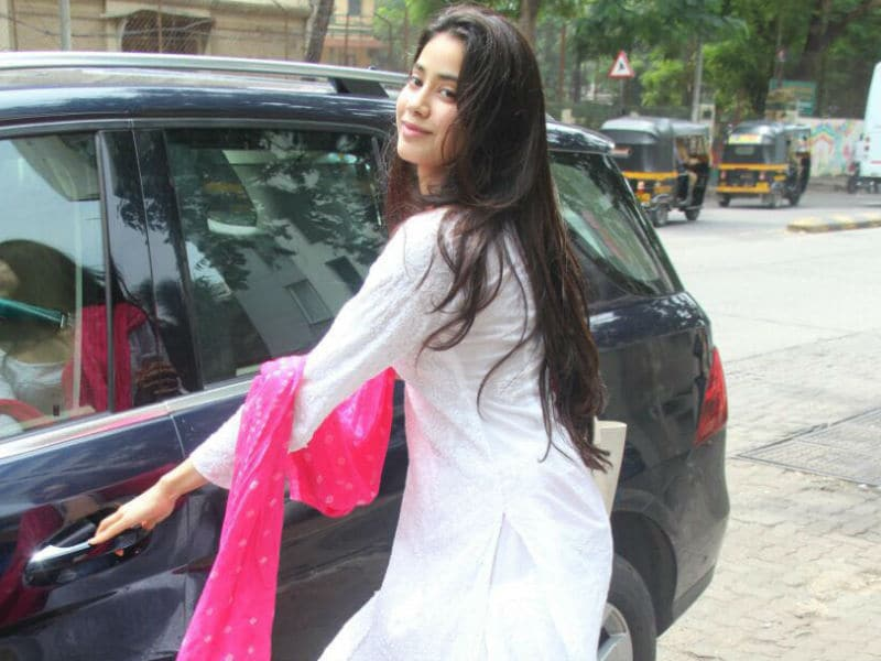Jhanvi's Love For Dupattas Is All Of Us Actually