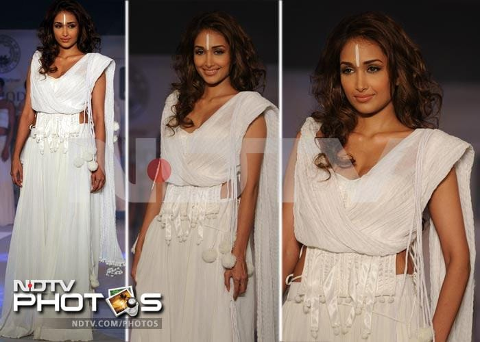 Jiah Khan is a vision in white on the ramp