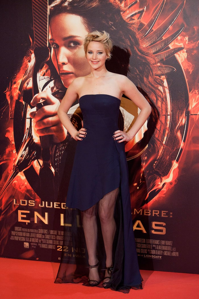 Jennifer Lawrence wears 5 of the ugliest dresses we\'ve ever seen