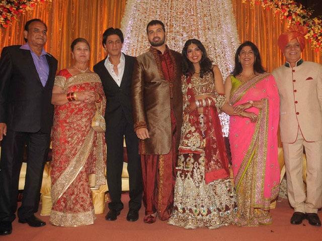Photo : Wedding season's not over yet for SRK, Abhishek