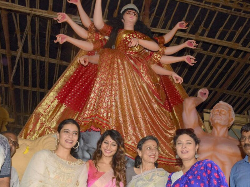 Photo : दुर्गा पूजा के लिए काजोल, तनिष्ठा और तनुजा निकली कुछ यूं