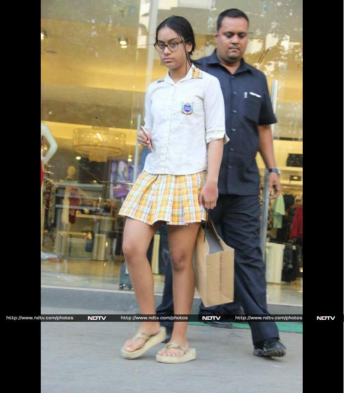 जब बेटी के साथ शॉपिंग पर निकली काजोल...