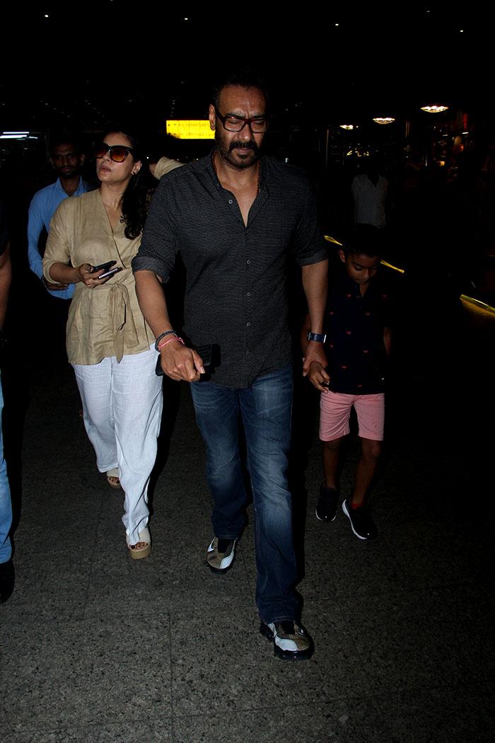 एयरपोर्ट पर नजर आए काजोल और अजय देवगन, अंदाज था कुछ ऐसा...