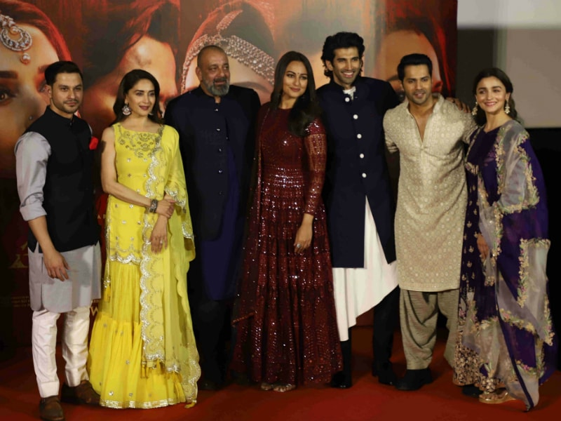 Alia, Madhuri, Sonakshi, Varun In First Class Kalank Portrait