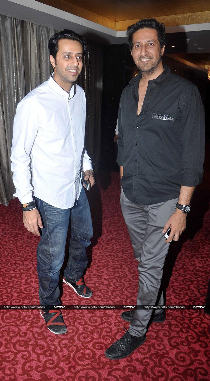 Hrithik, Dharmendra wish Kaanchi\'s Mishti luck