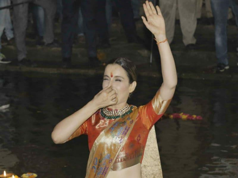 Kangana Ranaut Takes A Dip In Ganga, Chants Har Har Mahadev