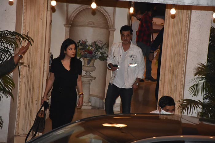Kareena-Saif, Alia-Ranbir, Tara-Aadar At Randhir Kapoor\'s Birthday Fam-Jam