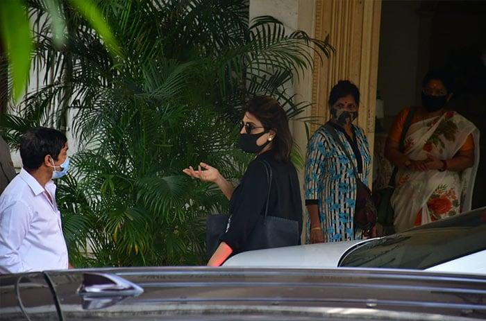 Ranbir, Karisma And Other Family Members At Rajiv Kapoor\'s House