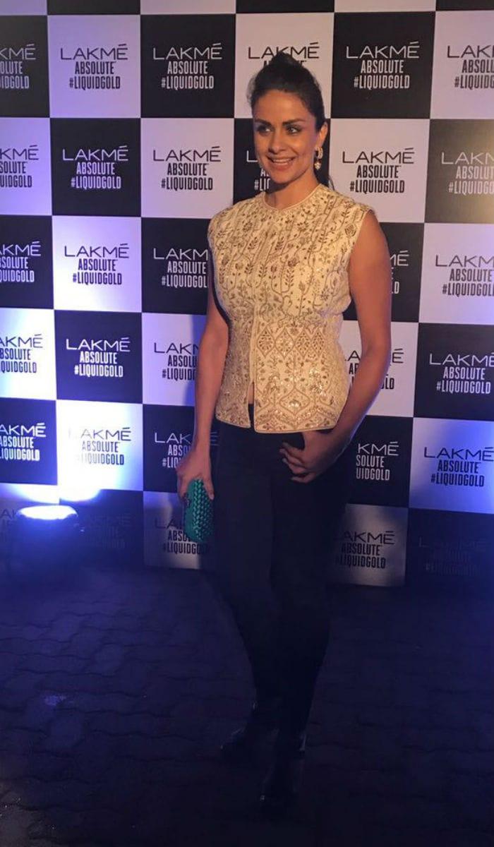 Kareena Kapoor Khan At Her Regal Best At Lakme Fashion Week Finale