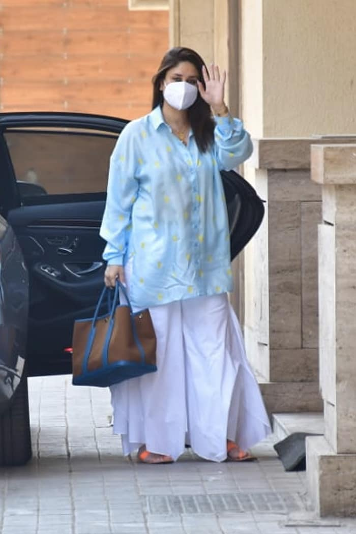 Kareena Kapoor Khan was spotted at the Bandra residence of her best friend Amrita Arora on Saturday.