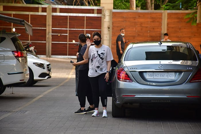 The actress who recently welcomed her second child with husband and actor Saif Ali Khan, posed happily for the shutterbugs.