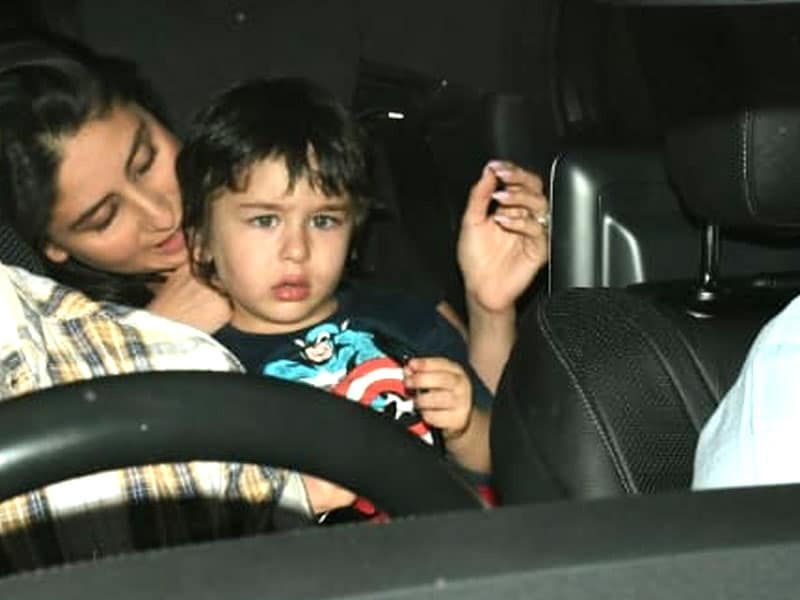 What's Kareena Kapoor Telling Taimur In These Pics?