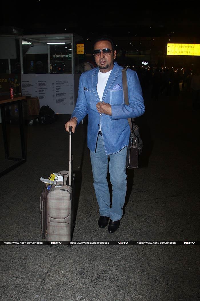 खूबसूरत अंदाज में मुंबई एयरपोर्ट पर करीना कपूर