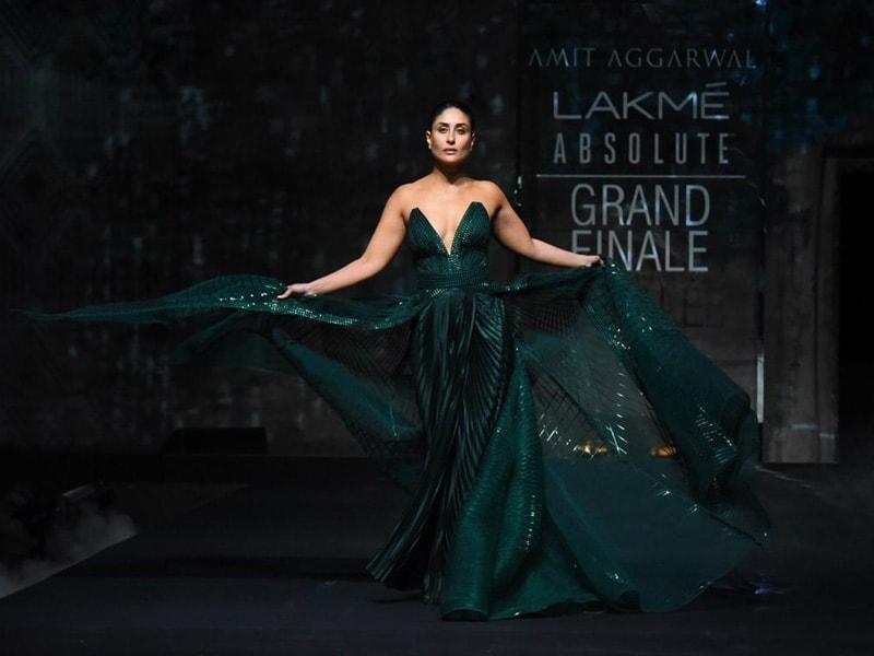 Photo : Lakme Fashion Week Grand Finale: रनवे पर करीना कपूर से नहीं हटीं किसी की निगाहें