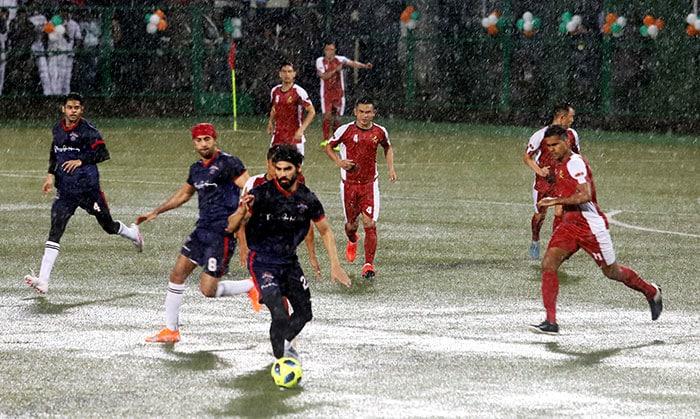 Kargil Vijay Diwas: Abhishek, Ranbir And Other Celebs Play Football With Defence Forces