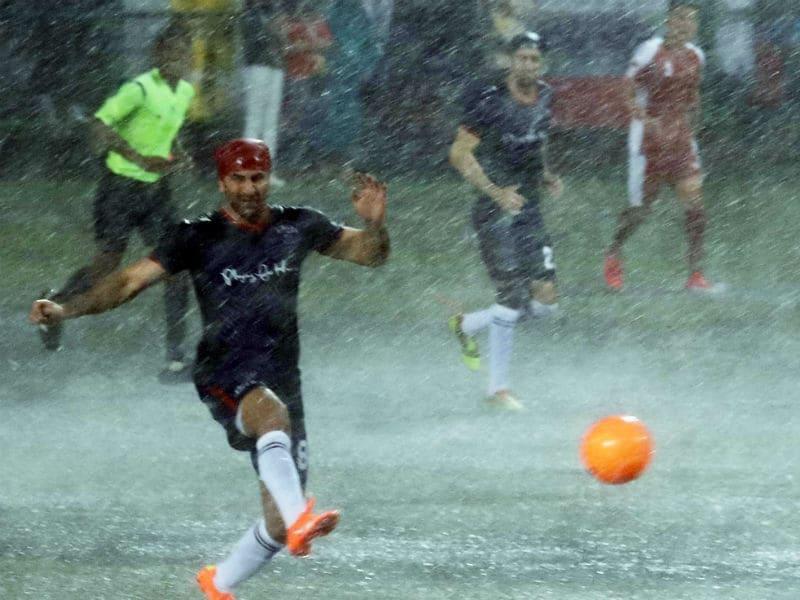Photo : Kargil Vijay Diwas: Abhishek, Ranbir And Other Celebs Play Football With Defence Forces
